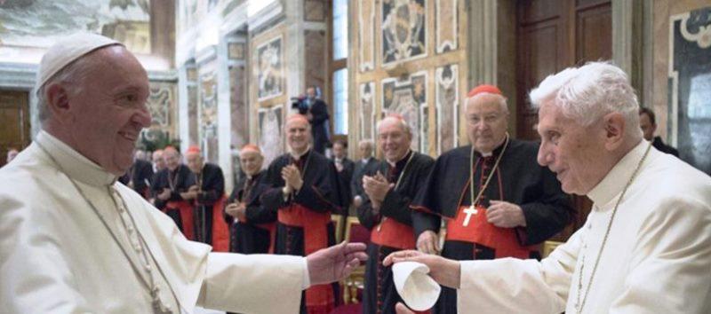 Benedicto XVI no quiere su firma en un libro sobre celibato