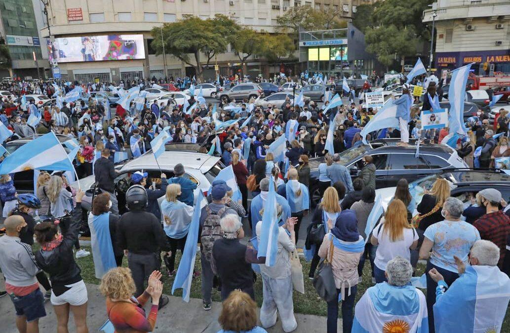 Nuevo 'banderazo' contra el Gobierno nacional en reclamo de más 'República, democracia y Justicia'