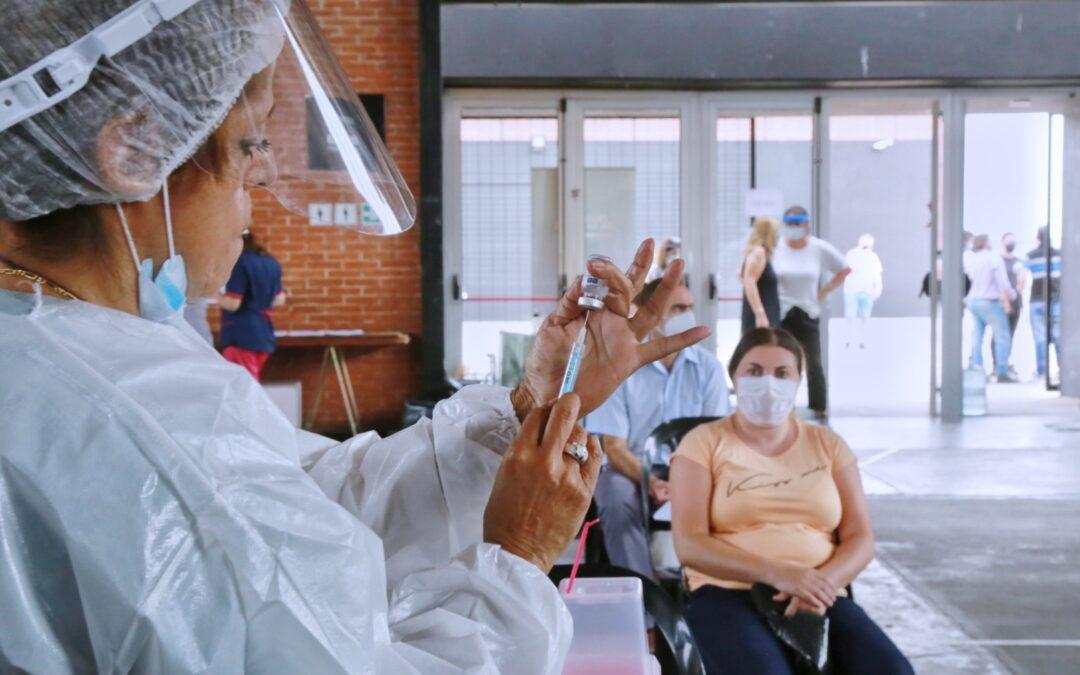 Vacunatorios: 'Controversia entre la libertad individual y la responsabilidad social'