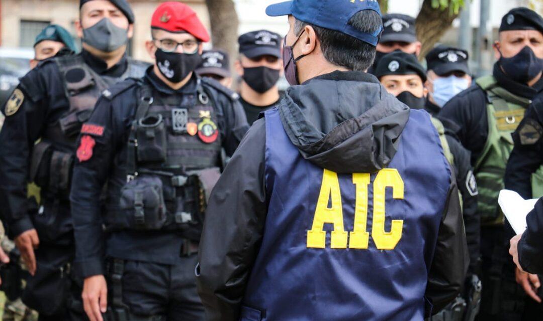 La Policía santafesina desarticuló 30 bandas de narcomenudeo, detuvo más de 300 personas e incautó droga y armas de fuego