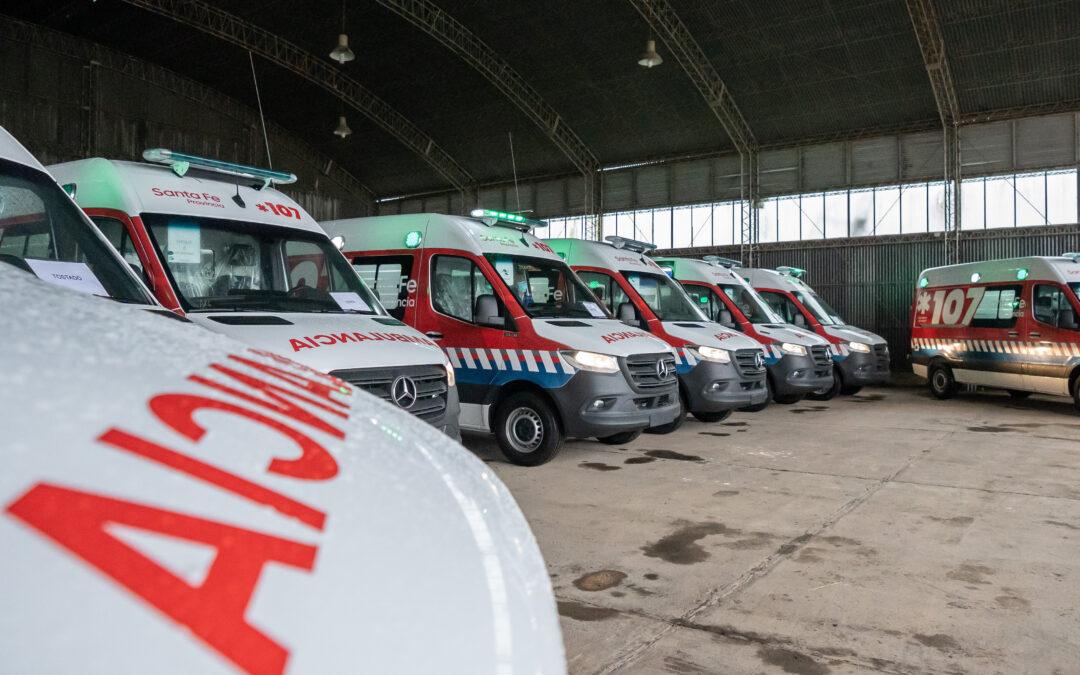 Perotti presidió la entrega de doce modernas ambulancias para enfrentar la pandemia de Coronavirus