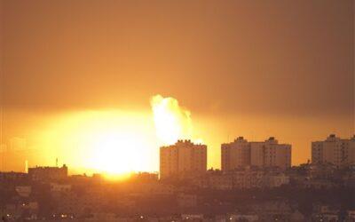 Medio Oriente: El cielo de Tel Aviv se llenó de luces por el masivo bombardeo de Hamas con cohetes