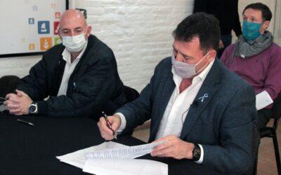 Raimundo firmó un convenio para el sistema cloacal en el barrio 'Bouchard' de San Lorenzo