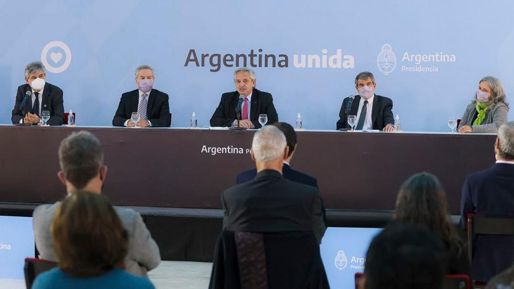 Fernández afirmó que «la diplomacia es la que debe llevarnos a recuperar» nuestras Islas Malvinas