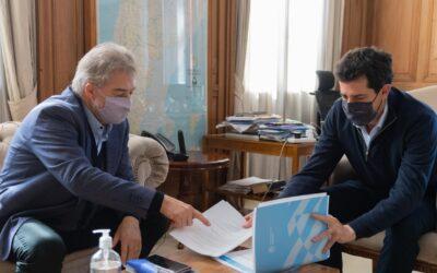 El senador nacional Mirabella con Wado de Pedro abordaron el programa federal 'Municipio de Pie' para Santa Fe