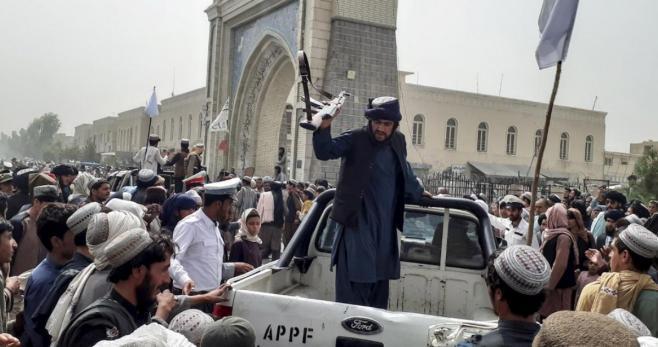 Kabul ya está en poder del Talibán, y el presidente afgano Ashraf Ghani huyó a Tayikistán